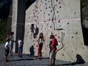 Vign_ecole_escalade_sur_mur_avec_enfants